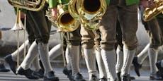 "Kapelle ""hält Maßnahmen ein"", danach 14 Musiker positiv"