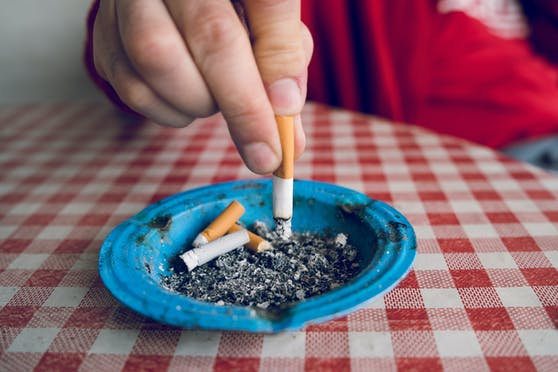 Wer keine Rauchpausen einlegt, bekommt bei einem Gastwirt in Deutschland mehr Urlaub.