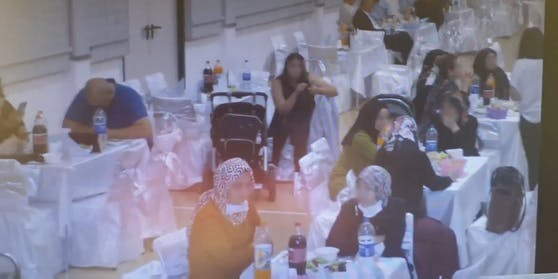 Videos zeigen, welche Sicherheitsvorkehrungen auf der türkischen Hochzeit getroffen wurden.