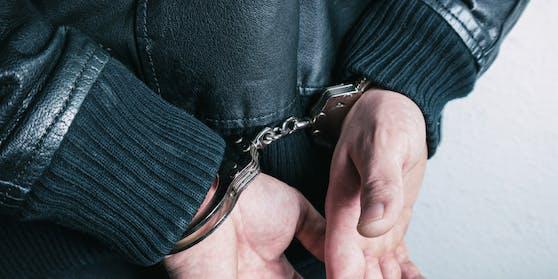 Der 41-Jährige beruhigte sich auch nach der Festnahme nicht.