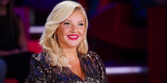 """In der aktuellen """"Supertalent""""-Staffel feiert die ehemalige Dschungelkönigin Evelyn Burdecki ihr Debüt als Jurorin."""