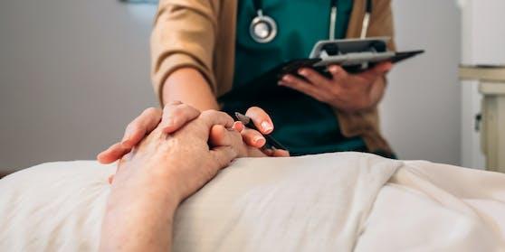 In der Schweiz und Deutschland erlaubt - kippt das Sterbehilfe-Verbot jetzt auch in Österreich?