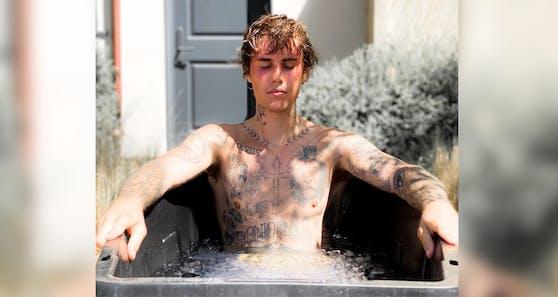 Justin Bieber gönnt sich ein eiskaltes Bad.