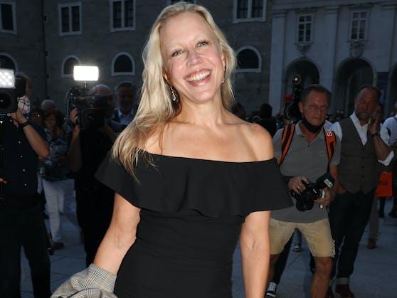 """Schauspielerin Nina Proll ist der Meinung, die Regierung habe sich als """"Erziehungsberechtiger aufgespielt"""" und die Bürger entmündigt."""