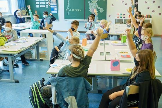 Experten haben zum Fall der Maskenpflicht in Schulklassen unterschiedliche Sichtweisen.
