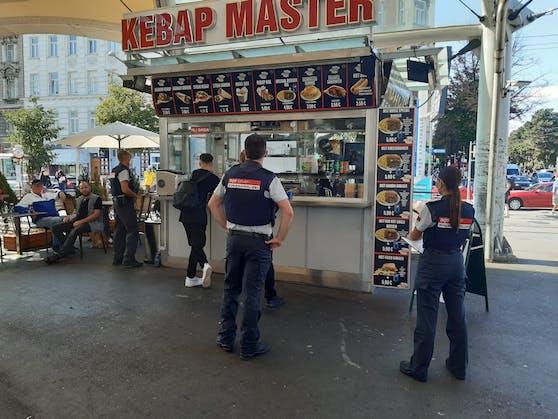 Mitte September kontrollierte die Finanzpolizei 76 Kebab-Stände.