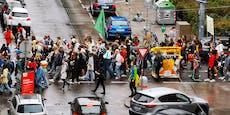 6.000 Klima-Demonstranten zogen mit Masken durch Wien