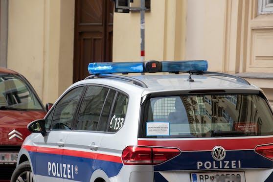 Polizei-Auto in Wien: Am Samstag kam es zu einem blutigen Messerangriff in Floridsdorf.