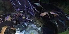 Auto flog fast 50 Meter durch die Luft, landete in Baum