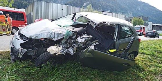 Die 21-jährige Lenkerin des Fahrzeugs wurde mit schweren Verletzungen insBKH Kufstein gebracht.