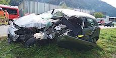 Ungebremst gegen LKW - Tirolerin (21) schwer verletzt