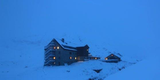 Nahe der Franz-Senn-Hütte wurde die Frau vom Schnee überrascht.