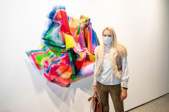 Verlegerin Eva Dichand machte sich selbst in der Marx-Halle mit Maske ein Bild.