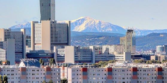Blick aus der Donaustadt auf den Schneeberg