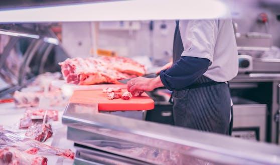 """Von elf Fleischproben aus dem Großhandel zeigt laut Grünen mehr als ein Drittel eine """"erschreckende Belastung"""" mit Keimen."""