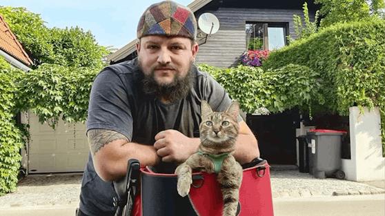 Dean beschloss das streunende Kätzchen in einem Körbchen am Lenker auf seine weitere Reise mitzunehmen.
