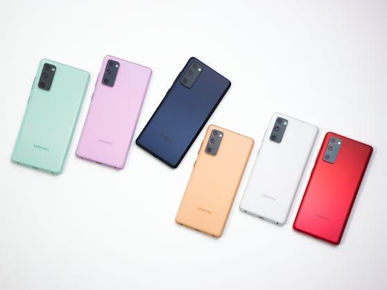 Das neue Samsung Galaxy S20 FE in allen Modell-Farben.
