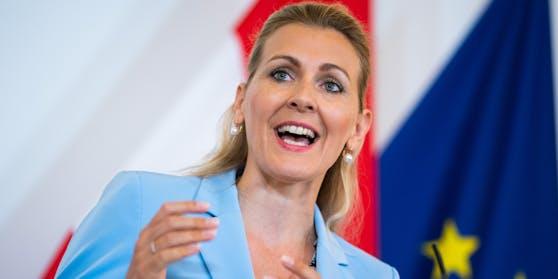 Arbeitsministerin Christine Aschbacher stellte am Dienstag die Arbeitsmarktsituation vor.