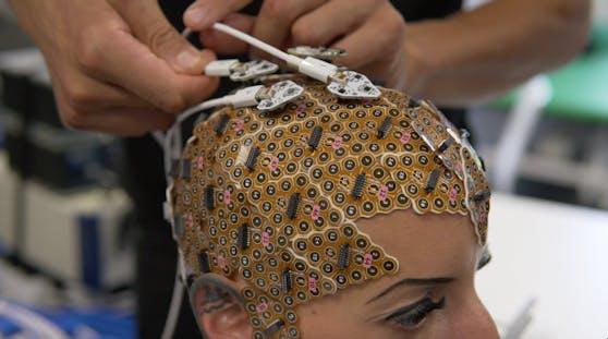 Normalerweise kommen in der Neurowissenschaft für eine Kappe 8 - 74 Sensoren zum Einsatz.