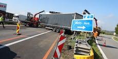 Lkw steht auf Autobahn quer, riesiger Stau