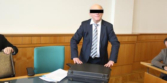 Walter E. beim Prozess von Eva Glawischnig 2017