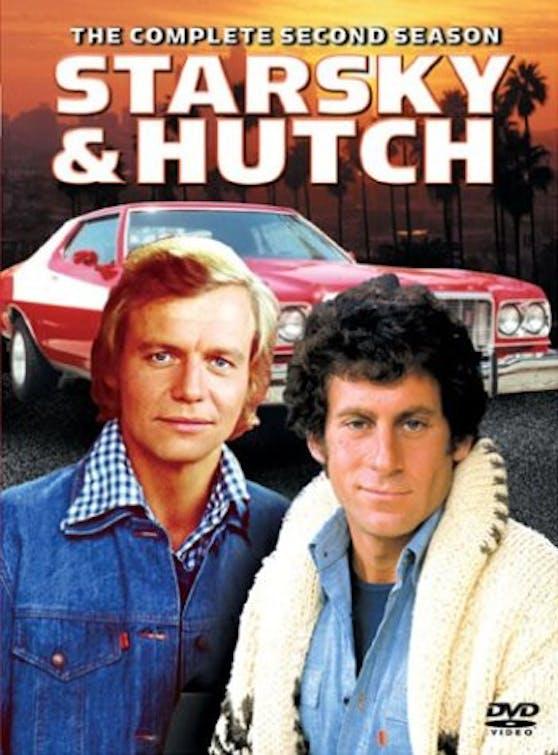 Der Ford aus Starsky & Hutch (zu sehen im Hintergrund) wird versteigert.