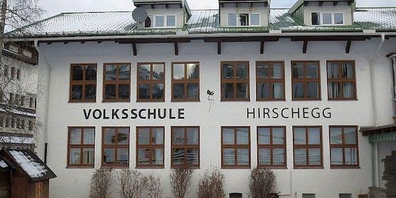 Die Volksschule Hirschegg steht auf vor dem Aus.