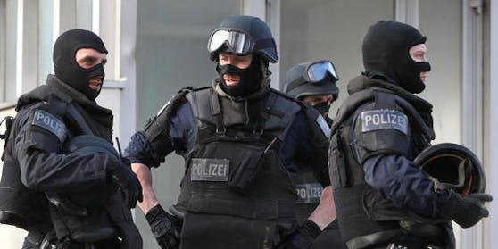 Die Cobra stürmte die Wohnen des 37-Jährigen in Salzburg-Lehen