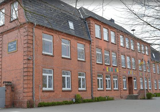 An dieser Schule in Wilster bei Hamburg wurde ein 12-Jähriger Opfer eines 24-jährigen Triebtäters.