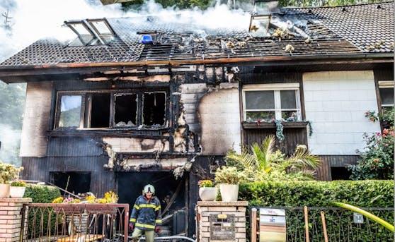Nach einem lauten Knall stand das Einfamilienhaus in Flammen.
