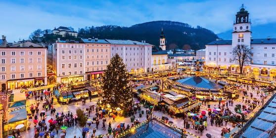 Der Salzburger Christkindlmarkt, hier der Residenzplatz.