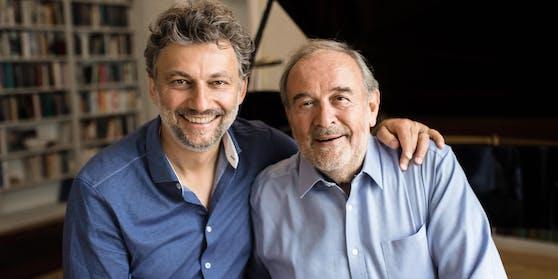 Startenor Jonas Kaufmann mitseinem langjährigen Partner am Klavier,Helmut Deutsch,