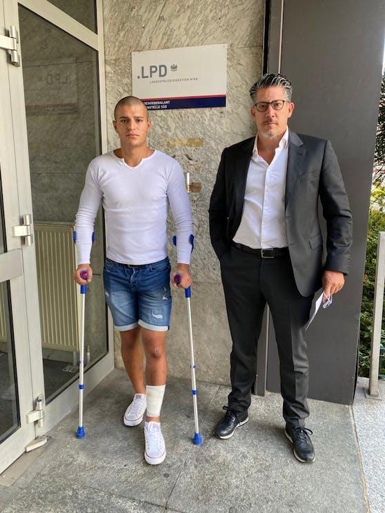"""Das """"Opfer"""" Vladimir S. mit Anwalt Florian Höllwarth"""