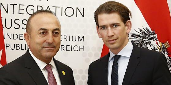 Sebastian Kurz (rechts/ÖVP) und der türkische Außenminister Mevlüt Cavusoglu 2016 bei einem offiziellen Treffen in Wien.