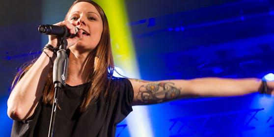 Insgesamt drei Tattoos sind es, die den Körper von Christina Stürmer verschönern.