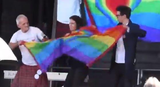 Hass gegen Schwule bei einer Corona-Demonstration am Samstag.
