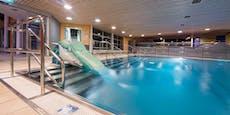 7-jähriges Mädchen trieb in Hallenbad leblos im Wasser