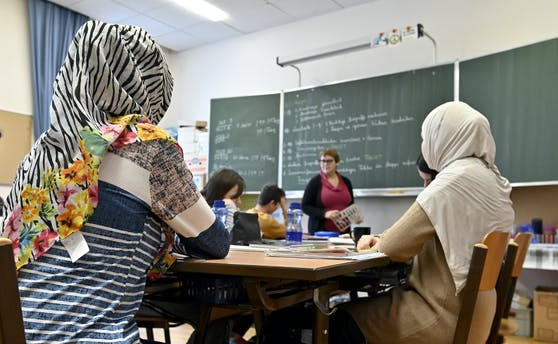 Schülerinnen mit Kopftuch aufgenommen am Montag, 27. Jänner 2020, in einer Schule in Wien-Hernals.