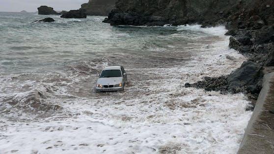 BMW-Fahrer kommt zum Auto zurück, erlebt böse Überraschung