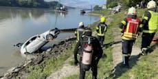 Hier fischt die Feuerwehr ein Auto aus der Donau
