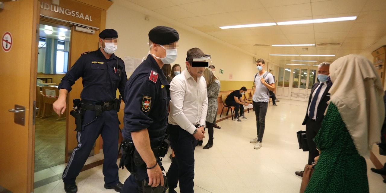 Freundin gefoltert und nackt auf die Straße gelegt