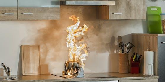 Das Feuer in der Küche konnte vom Bewohner selbst gelöscht werden. Symbolbild.