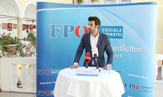 Udo Landbauer bei der Pressekonferenz in Baden