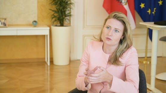 "Integrationsministerin Susanne Raab im Gespräch mit ""Heute""-Redakteur Clemens Pilz"