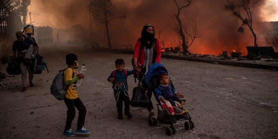 Im Sommer kam es zu mehreren Bränden in den Camps auf Lesbos (Symbolbild)