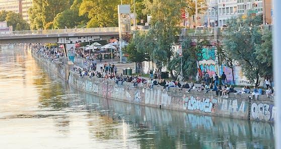 Der Wiener Donaukanal ist ein beliebter Treffpunkt, selbst in Zeiten von Corona.
