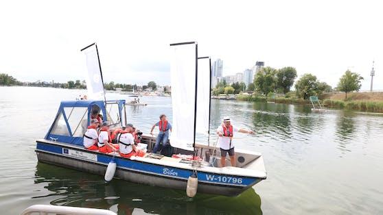 Am Donnerstag stach das Impfboot erstmals in die Alte Donau. Viel hatte die Crew bisher nicht zu tun.