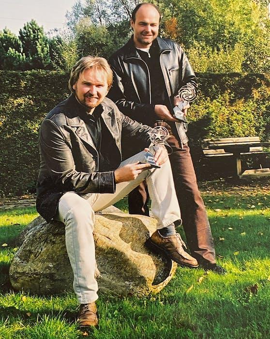 Ein seltenes Foto von Nik P. und Klaus Bartelmuss aus dem Jahr 2002 mit dem Schlagerstern für den meistgespielten Interpreten in den ORF Radios.
