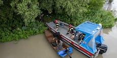 Flut! Brüder machen lebensgefährliche Schlauchboot-Tour