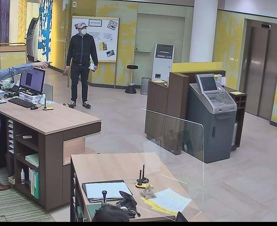 Der Bankräuber in der Filiale